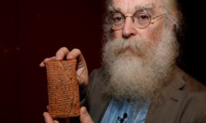 Irving Finkel, curator at the British Museum with the tablet