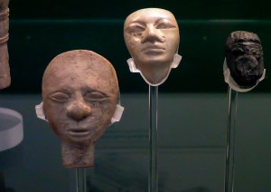 Ivory statuette heads from the Fosse temple