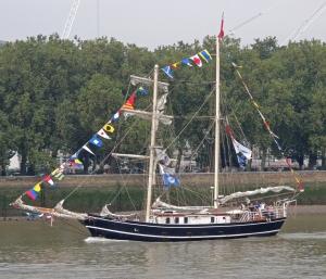Lady of  Avenel going upstream towards London