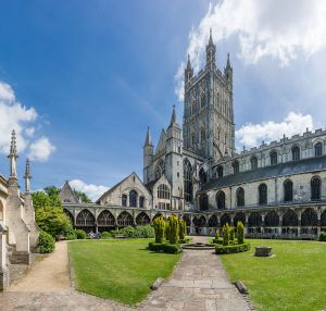 Gloucester_Cathedral_from_Cloister,_Gloucestershire,_UK_-_Diliff
