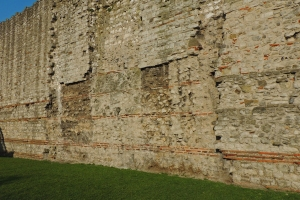 Roman wall at Tower Hill (Lower part of wall) incorporated into Medieval wall