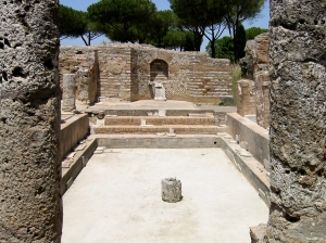 Terme_Taurine_Tepidarium in Centumcellae. By AlMare (Own work) [CC BY-SA 2.5 (http://creativecommons.org/licenses/by-sa/2.5)], via Wikimedia Commons