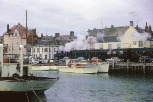 Weymouth Boat train (y Ben Salter (weymouth boat train #1 Uploaded by Oxyman) [CC BY 2.0 (http://creativecommons.org/licenses/by/2.0)], via Wikimedia Commons