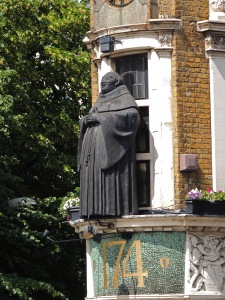 Statue of a Blackfriar on the Blackfriar Public House