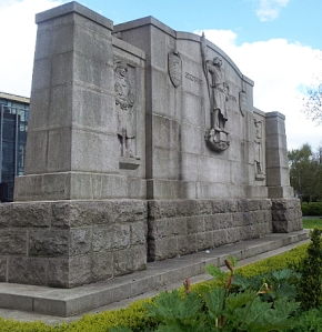 The reverse of the memorial depicting a Northumberland Fusilier of 1674 and of 1918 and St George