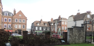 Rochester High Street and war memorial